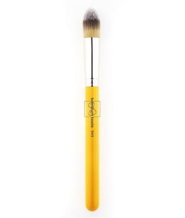 Studio 949 Pointed Foundation - Bdellium Tools